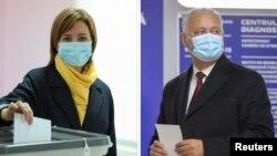 Maia Sandu și Igor Dodon votând la alegerile din noiembrie 2020