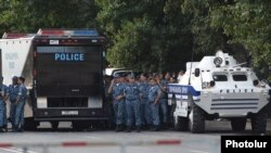 Armenia - Riot police block Marshal Bagramian Avenue in Yerevan, 1Jul2015.