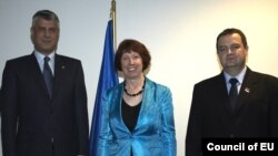 Kryeministri kosovar, Hashim Thaçi, baronesha Catherine Ashton, dhe kryeministri serb, Ivica Daçiq