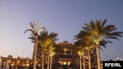 Абу-Даби қаласындағы қонақ үй. Біріккен Араб Әмірліктері. 27 қараша 2007 жыл. (Көрнекі сурет)