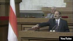 Лукашэнка прысягае на Канстытуцыі, 1994 год