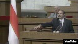 Лукашенко складає присягу після виборів 1994 року