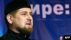 Президент Чечни Рамзан Кадыров выступает на Всемирном чеченском конгрессе. Грозный, 12 октября 2010 года.