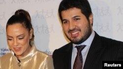 Реза Зарраб разом з дружиною, турецькою поп-співачкою Ебру Гюндеш