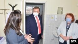 Министърът на здравеопазването Костадин Ангелов посети Районната здравна инспекция във Враца в сряда.