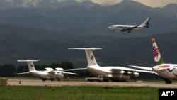 Самолеты в аэропорту Алматы. Иллюстративное фото.
