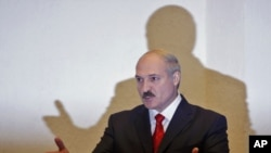 Belarus -- President Alyaksandr Lukashenka gestures prior to a news conference in Minsk, 20Dec2010