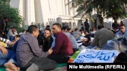 هواداران محمد مرسی، رییس جمهوری مصر در مقابل دادگاه قانون اساسی.