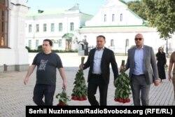 Ігор Гужва (зліва), Дмитро Добкін (по центру)