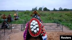 Свежая могила псковского десантника, август 2014