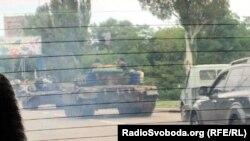 Танки в Кіровському районі Донецька, 17 серпня