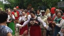 «Патриотический» фестиваль в Севастополе: российские флаги, песни и танцы (видео)