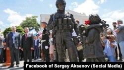 """Памятник """"вежливым людям"""" (Симферполь, 11 июня 2016 года)"""