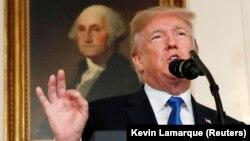 دونالد ترامپ در حال اعلام سیاست راهبردیاش در قبال ایران