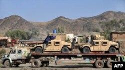 Ауған-пәкістан шекарасындағы НАТО көліктері тиелген жүк машинасы. Торхам, 28 қараша 2011 жыл