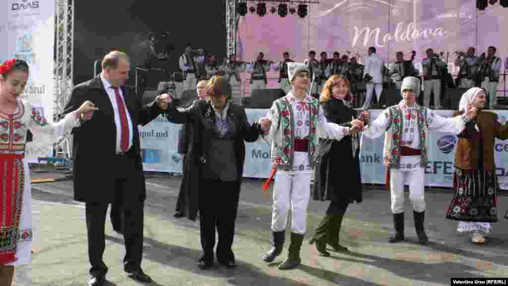 The National Wine Day festivities brought out several dignitaries, including Agriculture Minister Vasile Bumacov (second from left), whose ministry oversees wine production.