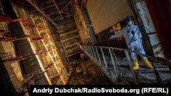 Машзал, частково пошкоджений вибухом на ЧАЕС