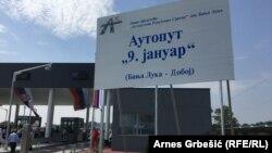 """Ukoliko se ne riješe problemi, stanovnici Hrvaćana najavljuju nove tužbe (na fotografiji jedan od ulaza na Autoput """"9. januar"""")"""