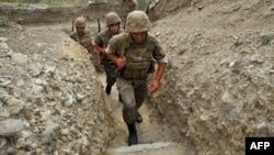 Солдаты Армии Обороны Нагорного Карабаха, на боевых позициях (архив)