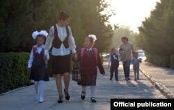 Первоклассники в День знаний. Бишкек, 1 сентября 2020 года.