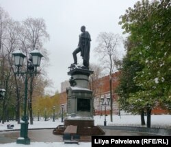 Памятник императору Александру Первому в Александровском саду
