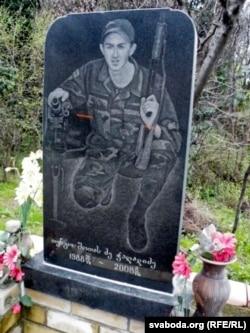 Помнік грузінскаму салдату, які загінуў у жніўні 2008-га