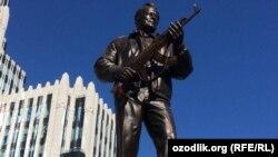 Kalashnikov haykali 19 sentabr kuni o'rnatilgan edi