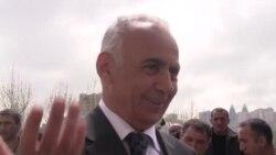 """Hacıbala Abutalıbov: """"Gəlin sürüşən binanın üstündə oturaq"""""""