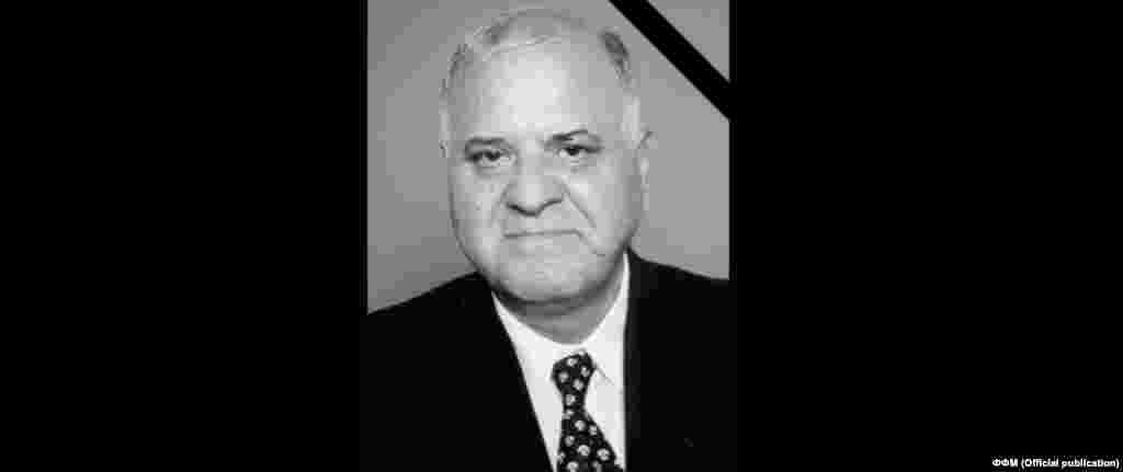 МАКЕДОНИЈА - Во 84-тата година од животот почина Љубисав Иванов - Ѕинго, долгогодишен политичар, пратеник, лидер на Социјалистичката партија, спортски работник и долгогодишен претседател на Фудбалскиот сојуз на Македонија и почесен претседател на Фудбалската федерација.