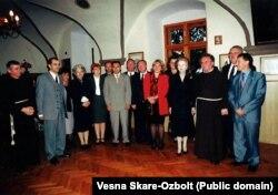 Весна Шкаре-Ожболт та ексміністр Великої Британії Маргарет Тетчер у мирно реінтегрованому містечку Ілок, яке знаходиться на самому кордоні із Сербією, 1998 рік
