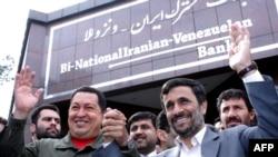 Президенты Венесуелы и Ирана Уго Чавес и Махмуд Ахмадинежад