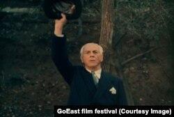 """Filmul """"Oglinda"""", lansat de Sergiu Nicolaescu după Revoluție, a stârnit controverse și a fost acuzat că distorsionează adevăruri istorice."""