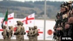 Минобороны полностью перевести армию на контрактную основу предполагает к 2016 году