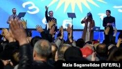 Վրաստան - «Վրացական երազանք»-ի առաջնորդ Բիձինա Իվանիշվիլին ողջունում է Թբիլիսիի Ազատության հրապարակում կազմակերպված հանրահավաքի մասնակիցներին, 14-ը դեկտեմբերի, 2019թ․