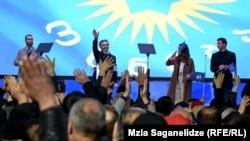 Глава партии «Грузинская мечта» Бидзина Иванишвили на агитационном митинге