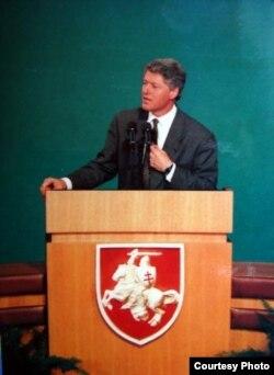 Біл Клінтан выступае перад моладзьдзю ў Акадэміі навук. Менск, 15 студзеня 1994 г.