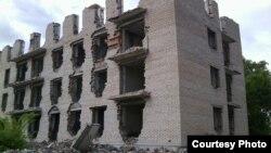 Разрушенный дом в поселке Красногорский Акмолинской области, который находится недалеко от села Калачи. Фото предоставлено Александром Павлюченко.