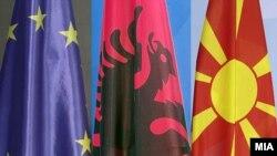 Знамињата на ЕУ, Албанија и Северна Македонија