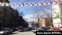 Slike Aleksandra Vučića uoči njegove posete Severnoj Mitrovici u februaru 2016