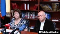 Эрмине Нагдалян и Дмитрий Киселев на заседании Армяно-российского парламентского клуба, Ереван, 11 июня 2014 г.
