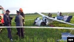 AeroMobil учуучу автомобилинин прототиби сыноо учурунда. Словакия. 8-май, 2015.