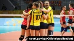 Кыргызстандык волейболчу кыздар.