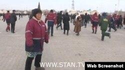 Stan.kz видео-порталының Жаңаөзен оқиғасы туралы сюжетінен скрин-шот.
