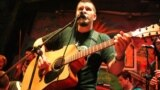Алесь Дзянісаў, вакаліст панк-рок гурту Dzieciuki.