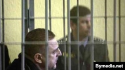 Мікалай Аўтуховіч падчас суду ў 2006 годзе