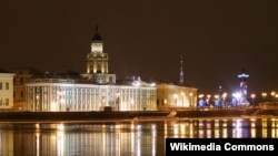 Санкт-Петербург шаҳридаги Адмиралтейство соҳил бўйи кўчаси.
