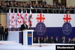Грузінскія сьцягі падчас урачыстай цырымоніі