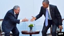 اوباما و کاسترو در پاناما دیدار و گفتوگو کردند. دیداری نه به صورت غیرمنتظره، که طی شش دهه گذشته سابقه نداشته است.