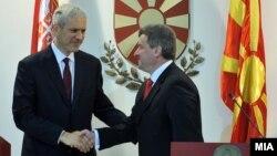 Српскиот претседател Борис Тадиќ на средба со македонскиот претседател Ѓорге Иванов на 16 декември 2011 година.