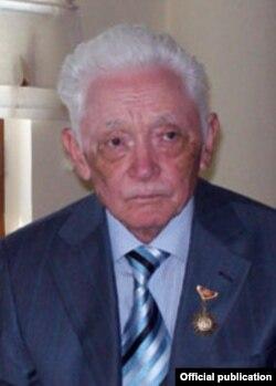 Кыргыз эл жазуучусу Төлөгөн Касымбеков.